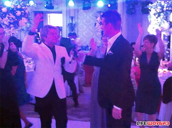 У кого были приглашенные звезды на свадьбе