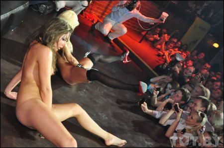 Сексуальное шоу на сцене
