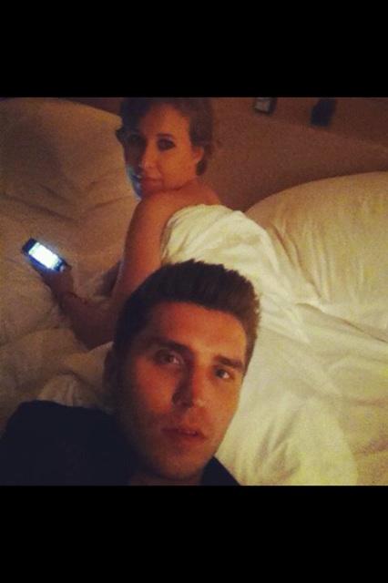 Ксения Собчак опубликовала свое фото в постели с мужчиной.