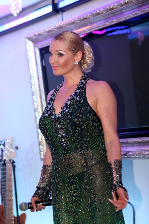 фото российских знаменитостей без трусов и лифчика в просвечивающей одежде