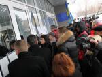 Жители Луганска попросили помощи у представителей ЛНР