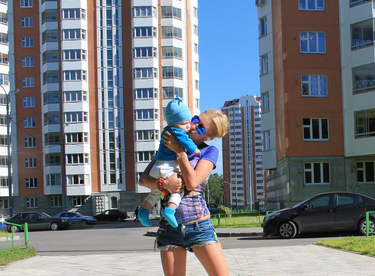 Блондинки с детьми на руках фото