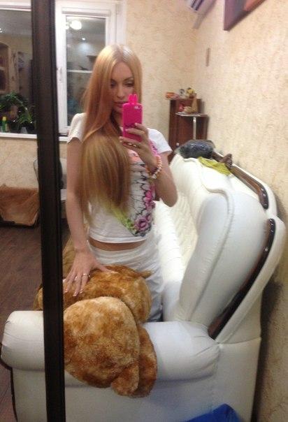 Фото блондинки дома фото 20-499